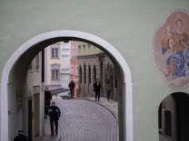 Sieben-Tage-Inzidenz bei 439: Passau muss daheim bleiben