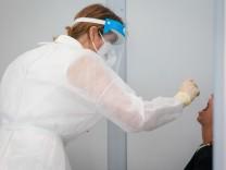 Coronavirus in Deutschland: Corona-Neuinfektionen leicht unter Vorwochenniveau