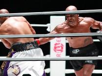 Boxkampf Tyson vs Jones: Wie Zwei Onkel beim Grillfest