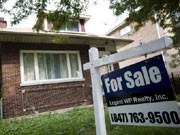 Zum Verkauf stehendes Wohnhaus in den USA, dpa