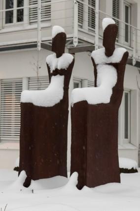 Skulpturen beim Wort- und Bild-Verlag Baierbrunn. (Verlagsgründer Rolf Becker war ja ein großer Kunst-Mäzen).
