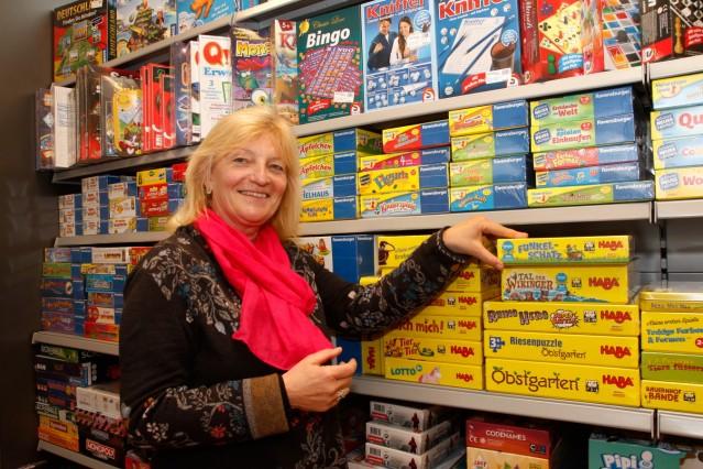 Christine Langer von Spielwaren Krömer; Eveline Grill von Spielwaren Krömer