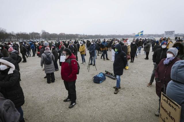 Demonstration für Perspektive und Öffnung auf der Münchner Theresienwiese