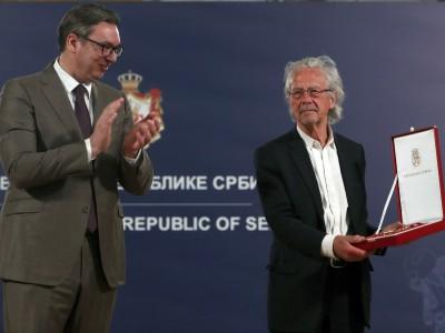 Streit nach Auszeichnungen: Freundlich grüßt Peter Handke