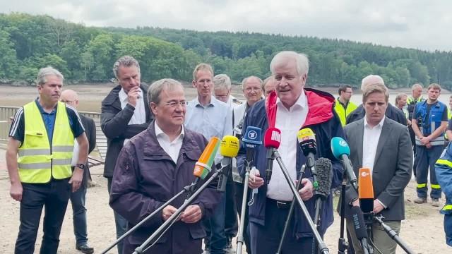 Inland Seehofer will Katastrophen-Warnung per SMS durchsetzen