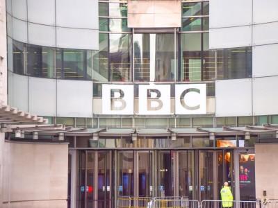 Angriffe auf Medien: Impfgegner wollten BBC-Hauptquartier stürmen