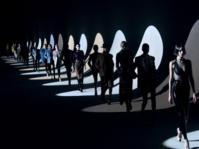 Modebranche: Du bist unbezahlte Praktikantin bei Donatella Versace? OMG!