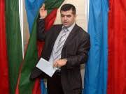 Ein Aserbaidschaner bei der Wahl, AFP