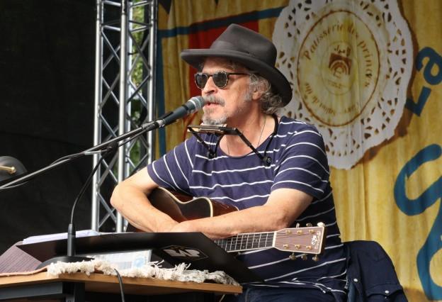 Neuwied Wolfgang Niedecken liest und singt Bob Dylan vor dem Engerser Schloss. *** Neuwied Wolfgang Niedecken reads and