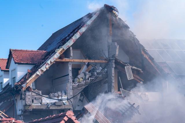 Explosion in Wohnhaus in Oberbayern - Haus eingestürzt