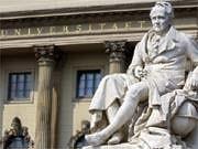 Das Denkmal von Alexander von Humboldt vor der Humboldt-Universität in Berlin