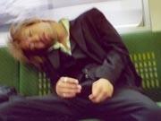 In Deutschland undenkbar, in Japan ganz normal: häufige Nickerchen während der Arbeitszeit. Warum Japaner sogar im Meeting schlafen dürfen.