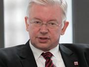 Roland Koch, AP