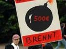 Schüler und Studenten demonstrieren gegen die Einführung von Studiengebühren.