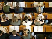 Studenten im Hörsaal; ddp