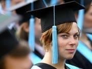 Die Absolventenjäger: Wie Unternehmen nach dem 23-jährigen Absolventen mit Promotion, vier Jahren Berufserfahrung und interkultureller Kompetenz fahnden.