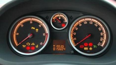 Armaturen auto  Bildstrecke - Stimmungsvolle Beleuchtung der Armaturen sorgt ...