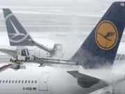 Schnee und Eis, Flughafen Frankfurt, dpa