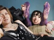 Sally Hawkins als Poppy (rechts) und Alexis Zegermann als Zoe