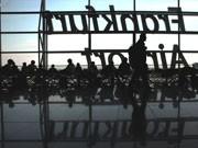 Zeitvertreib für wartende Passagiere auf dem Flughafen Airport Vulkan Island Asche Wolke, dpa