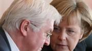 Suchen einen parteiübergreifenden Konsens: Steinmeier und Merkel; Getty
