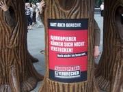 Kein Wald trotz lauter Bäumen: Die Promo-Aktion gegen Raubkopierer auf dem Potsdamer Platz in Berlin. Foto: Stephanie Sartor