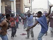 Männer in Port-au-Prince; dpa
