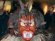 Teufelsmaske, dpa