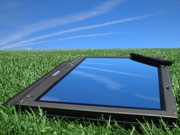 Tablet-PC im Gras