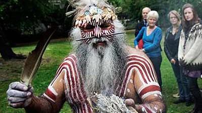 Aborigines Aborigines und die weißen Grabräuber