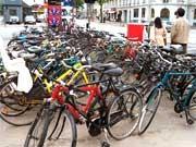 Um die Kohlendioxid - Belastung spürbar zu verringern, soll zukünftig vor allem auf Kurzstrecken das Fahrrad benutzt werden. Klimaschutz CO2 Rad
