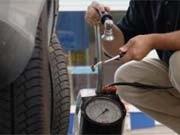 Bei den Reifen gilt es einiges zu beachten - nicht nur der richtige Innendruck ist wichtig.