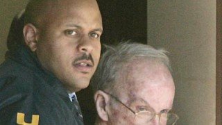 Nach seiner Festnahme: James Seale wird abgeführt