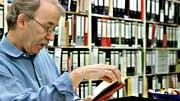Walter Kempowski in seinem Archiv