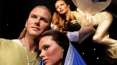 Wachsfiguren von David Beckham, Victoria Beckham, Kylie Minogue als Weihnachtskrippe