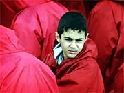 Junge in Teheran bei Feier zum Gedenken an die Revolution