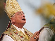 Bischof Walter Mixa Augsburg Schrobenhausen Vorwürfe Misshandlung Ohrfeigen Gewalt Schläge Amt Rücktritt Pause Zollitsch Bischofskonferenz, dpa