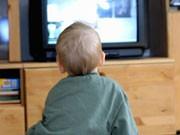 Kind vor dem TV, ddp