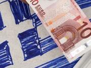 10-Euro-Schein vor griechischer Flagge, ddp