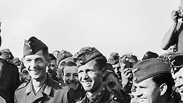 Adolf Hitler Diktator Nationalsozialismus Zweiter Weltkrieg Wehrmacht Soldaten Foto: SZ Photo