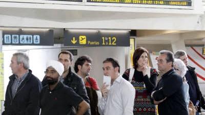 Reisende, Flughafen, Spanien, dpa