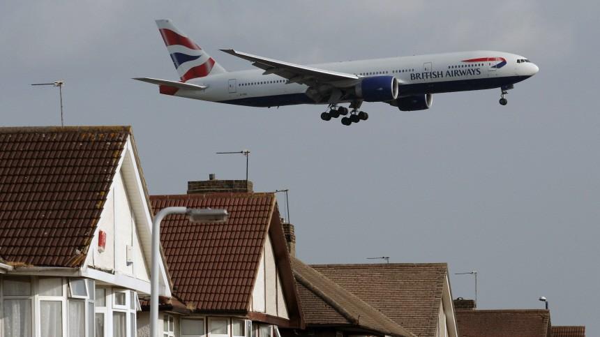 Blinder Passagier fällt über London aus Flugzeug