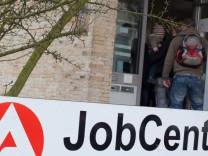 Von der Leyen kündigt neues Jobcenter-Konzept an