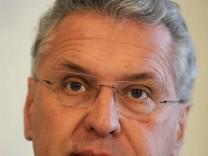 Bayerns Innenminister fordert staerkere CDU-Abgrenzung von den Gruenen