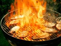 Grillrost mit Feuer Grillen