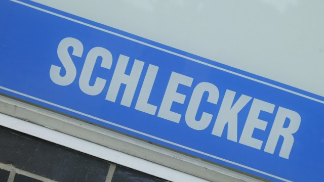 (FILE) Verdi Fears Closure Of 4000 Schlecker Subsidiaries