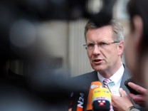 Wulff will erst nach erfolgreicher Wahl als MP abtreten