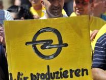 Opelaner demonstrieren für Milliardenhilfen