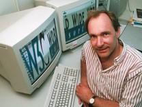 Tim Berners-Lee an seinem Arbeitsplatz, 1998