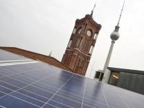 Auf dem Roten Rathaus wird kuenftig Sonnenenergie erzeugt